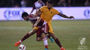 Vitolo pelea un balón durante el encuentro. Imagen/ As.com