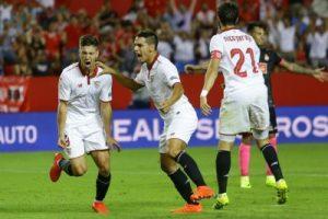 Los sevillistas celebran el gol de Ben Yedder ante el Español.