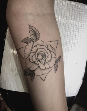 Beautiful rose tattoo: style and design