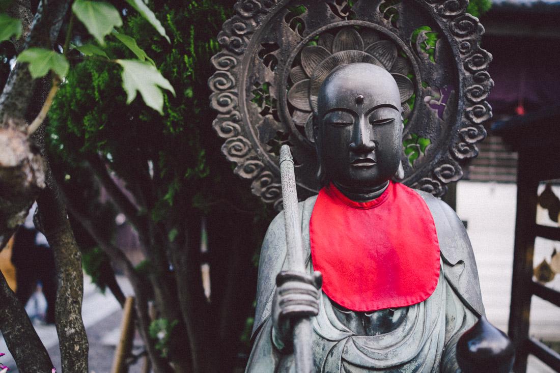 Buddha statuette in a side shrine.
