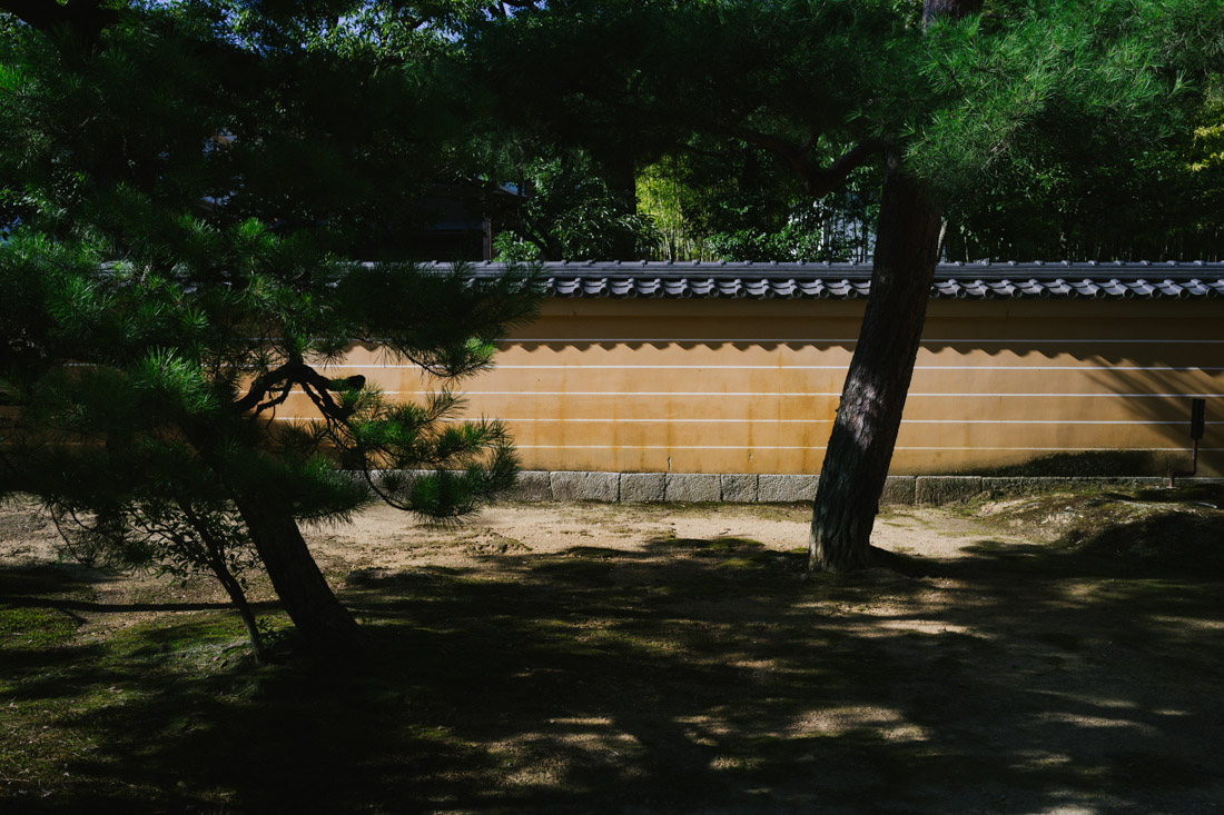 Reached Kinkaku-ji after an hour pedalling through narrow alleys.