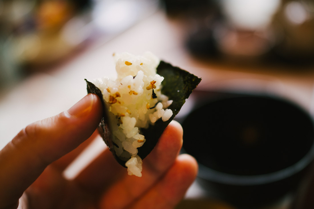 Tomoko-san suggested to grab a bit of the rice wrapping it with nori.