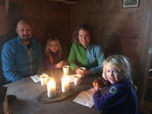 Lunsj på koselig varmestue i Myrkdalen