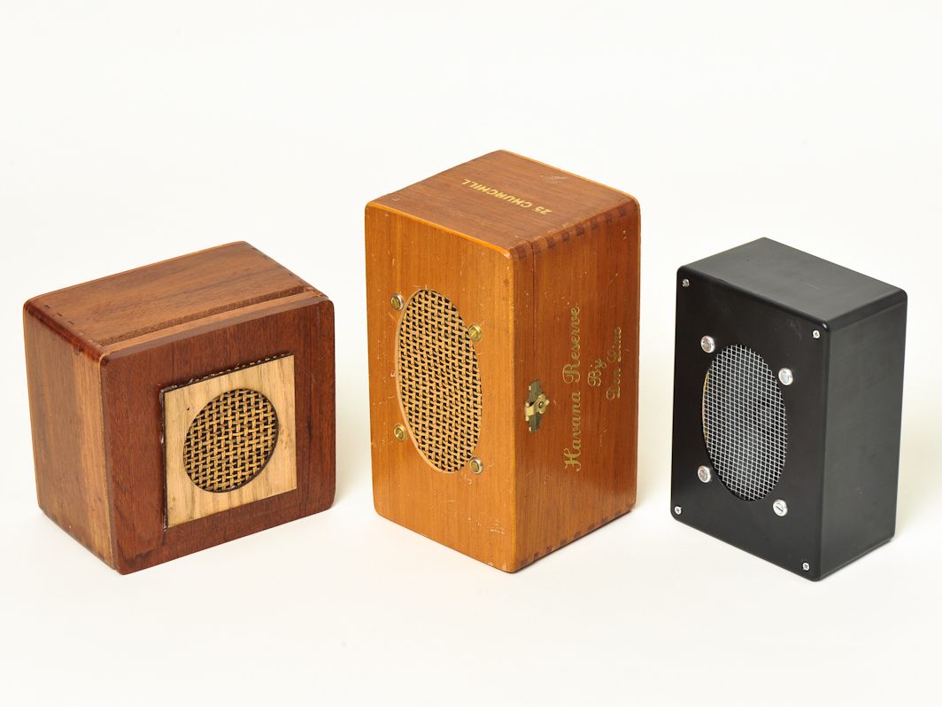 hight resolution of monobox powered speaker