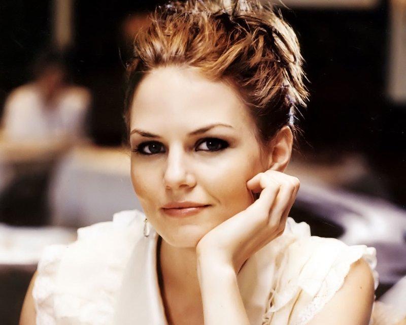 Jennifer-Morrison-4