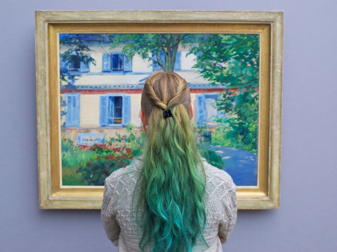 Her hair perfectly matches the painting!
