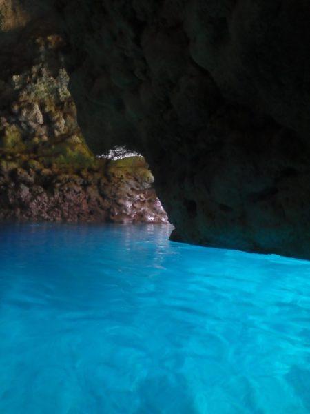 沖縄 青の洞窟でシュノーケリングを楽しむなら「プズマリダイバーズクラブ」