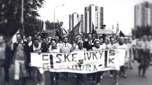 Manifestation des ouvriers de la SKF, de syndicats et d'élus devant la préfecture du Val-de-Marne.