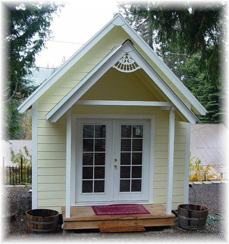 Строим небольшой каркасный домик на даче