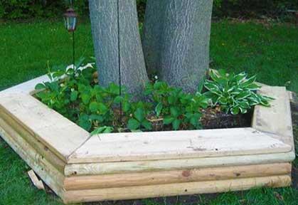 Пятиугольная деревянная приподнятая клумба