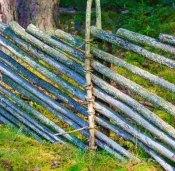 Шведский забор из жердей по диагонали