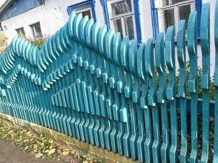 Объемный деревянный забор
