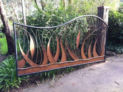 Створка распашных металлических ворот
