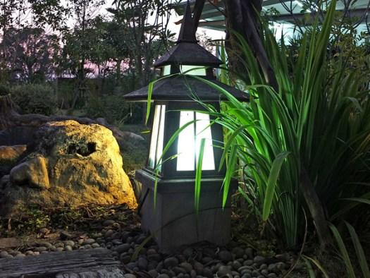 вечернее освещение сада