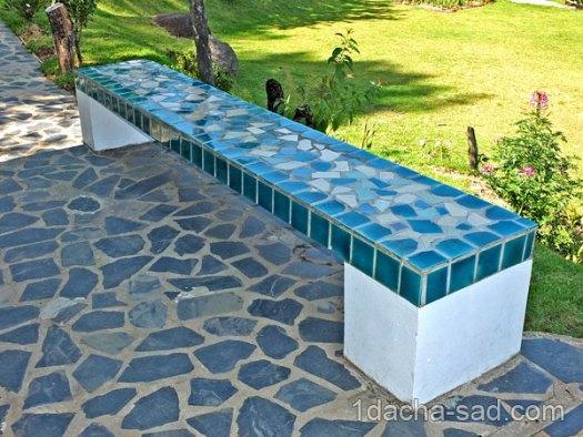 мозаика из битой плитки - скамейка и площадка