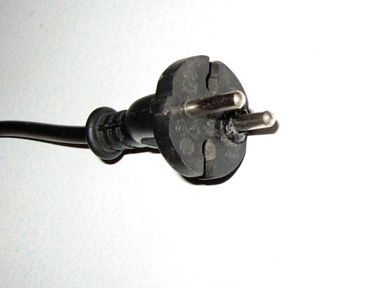 Старая электрическая вилка