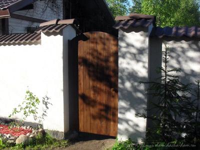 Красивая недорогая деревянная калитка