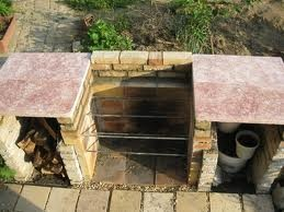 Кирпичный мангал и каменные столешницы