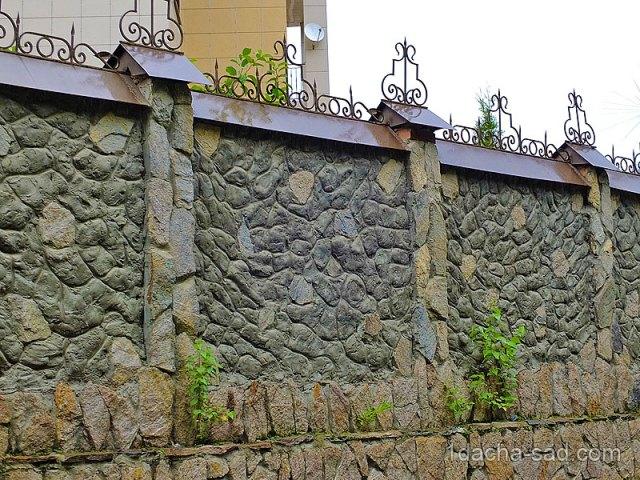 Каменный забор в Домбае