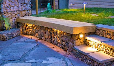 Деревянная скамейка с подсветкой