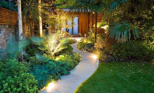 Подсветка дорожки и растений на даче