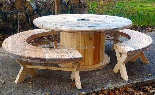 стол из катушки для кабеля