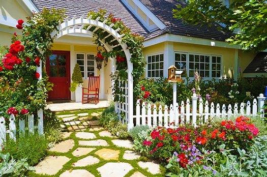 Красивый палисадник перед домом - 50 фото идей для вдохновения