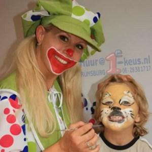 Een Schminkende Clown, zo goed, u zult uw kind niet eens herkennen...