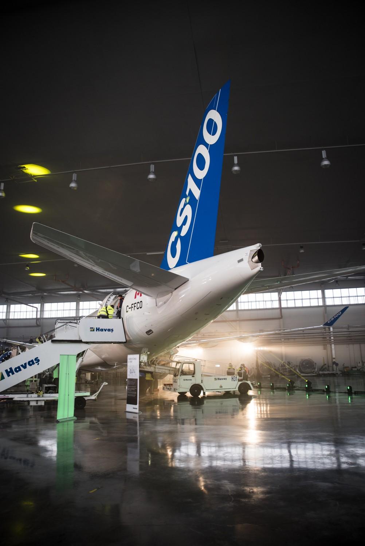 KV1_3063 Bombardier CS100 ierodas Rīgā