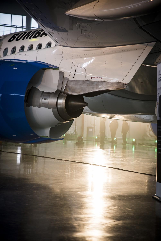 KV1_3077 Bombardier CS100 ierodas Rīgā