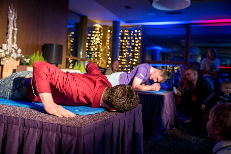 KV1_4055 Planking sacensības Radisson Blu Hotel Latvija