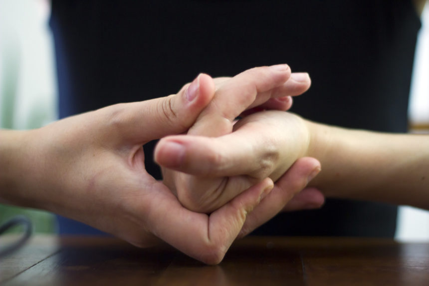 Does Cracking Your Knuckles Cause Arthritis ...