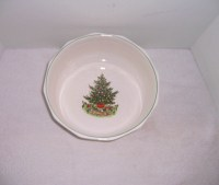 Triple A Resale Pfaltzgraff Christmas Heritage Bowl