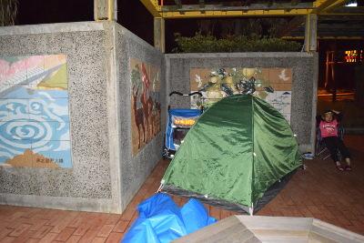野宿用のテント