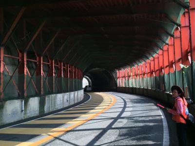 歩道のないトンネル02