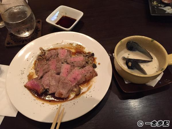 和牛のステーキとクラムチャウダー