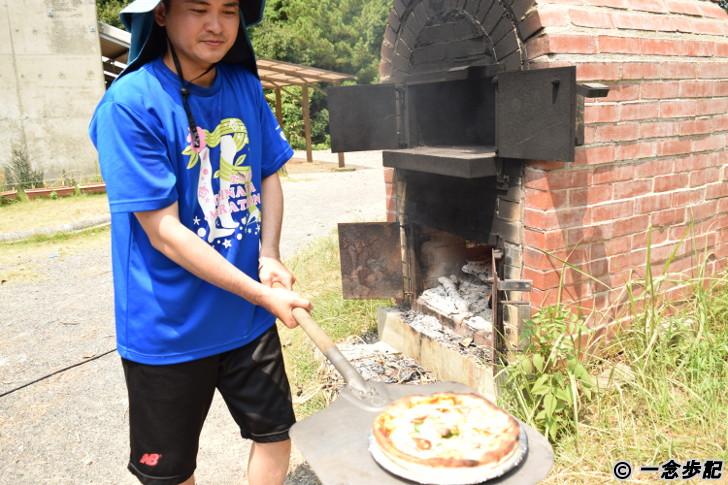 手作り窯で手作りピザ