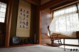 サワモトの二階の部屋と風とロッキングチェア