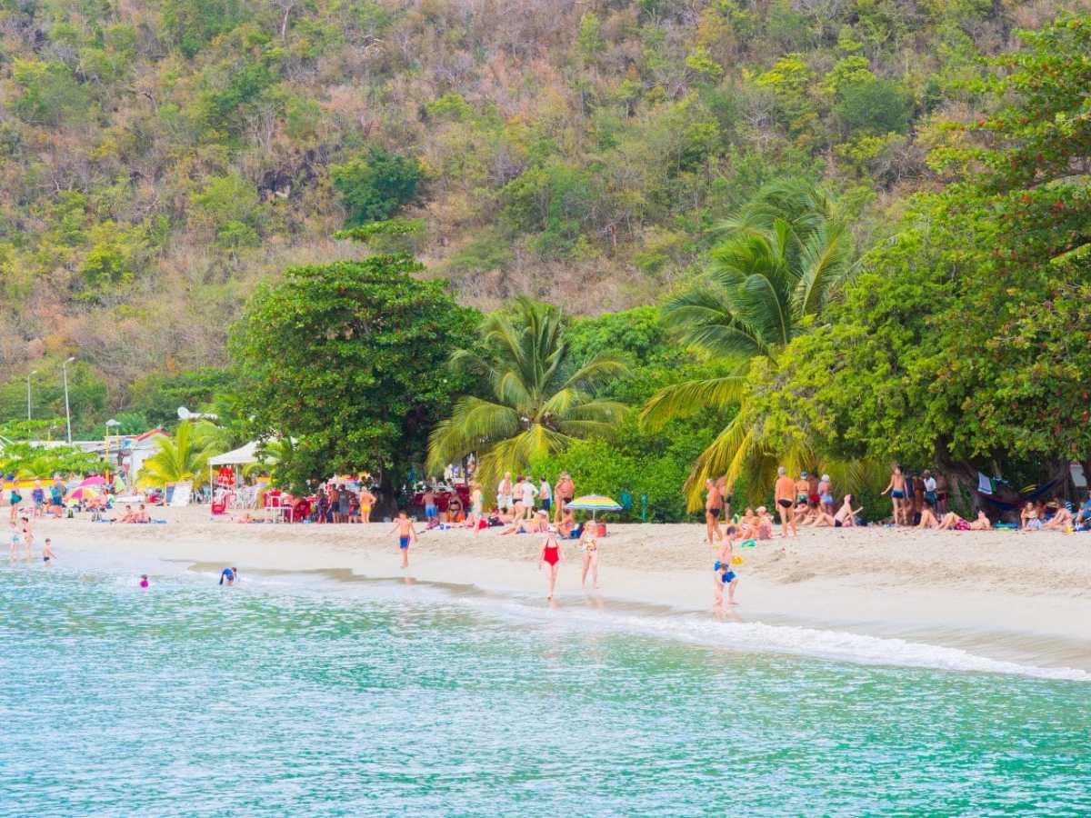 la Martinique en 11 scènes de plage ou comment ne pas faire de carte postale dans un décor paradisiaque!