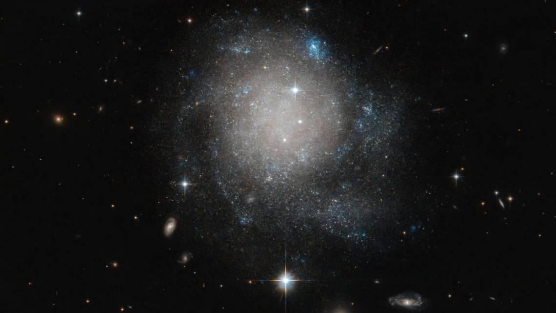 НАСА обнаружила необычную спиральную галактику UGC 12588, АБЗАЦ