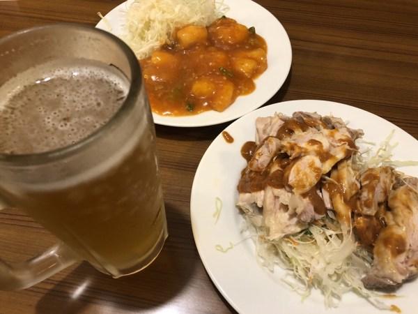 君津スタミナ食堂のビール、エビチリ、鶏サラダ