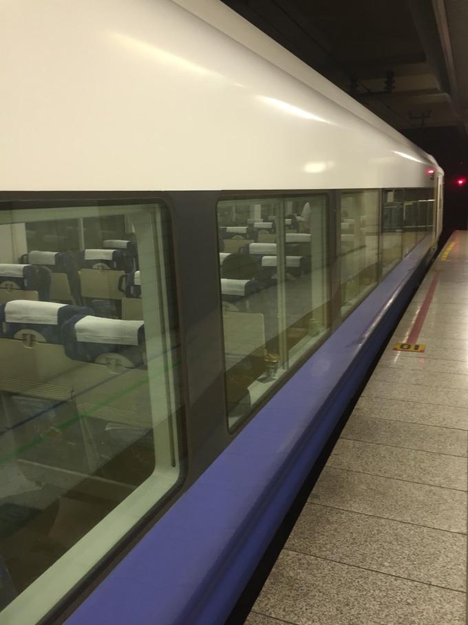 東京駅京葉線1番線ホームと特急わかしお