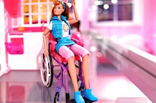 Barbie en fauteuil roulant