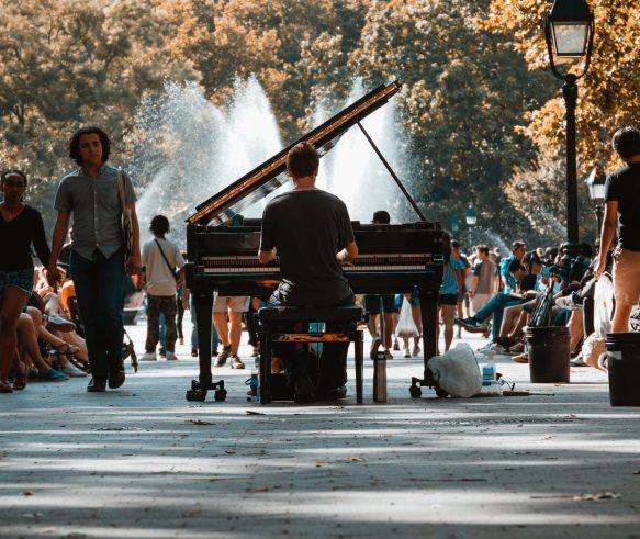 jouer au piano devant des spectateurs