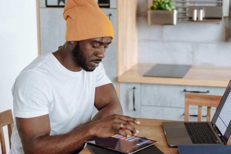 How to manage your time while working from home