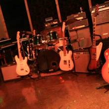 guitars-live-room
