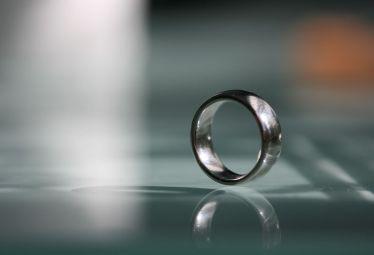 プラチナの結婚指輪|Pt950やPt900とは?プラチナの純度や強度を徹底解説