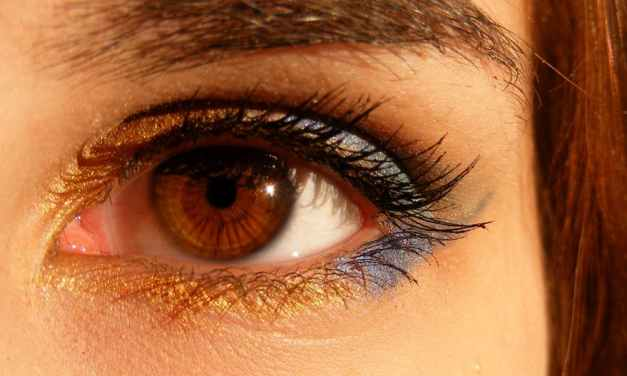 Natural Remedies To Grow Long Lashes