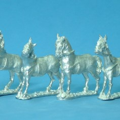 4x standing horses