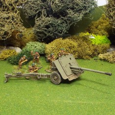 British 1/48 17ld Anti Tank Gun. With 6 28mm crew.